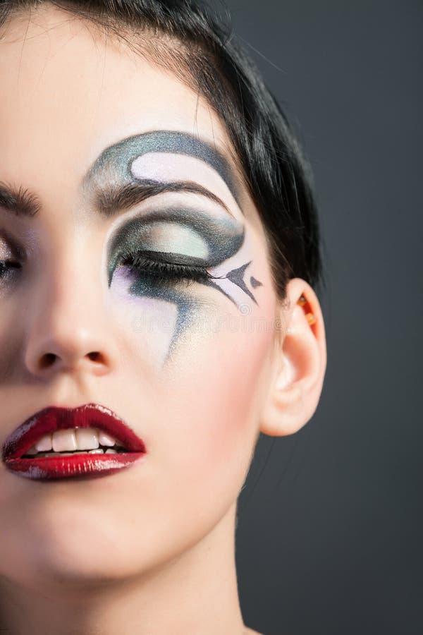 Härlig kvinna med modemakeup fotografering för bildbyråer