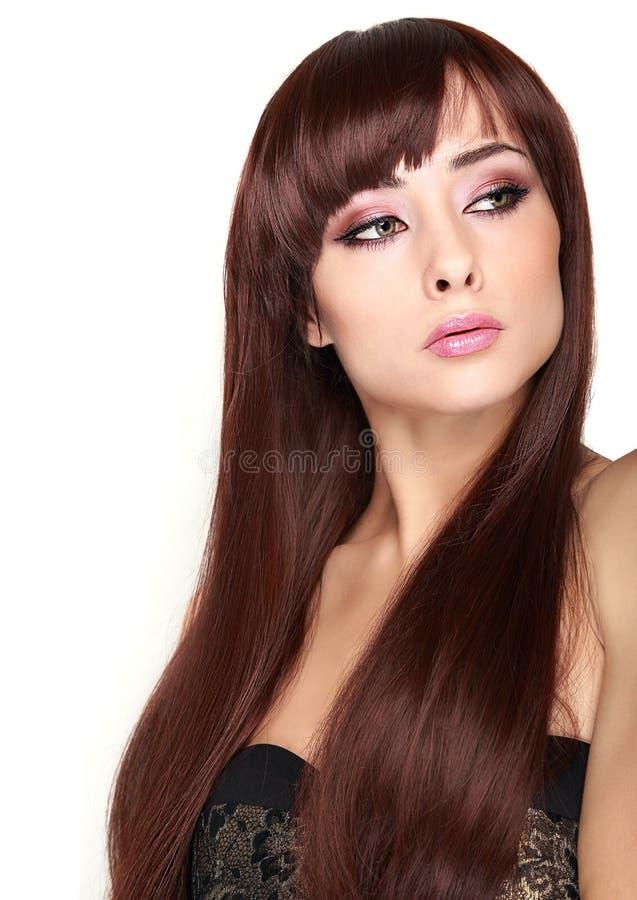 Härlig kvinna med ren hud och långt hår fotografering för bildbyråer