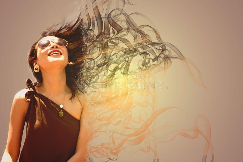 Härlig kvinna och hennes långa hår fotografering för bildbyråer