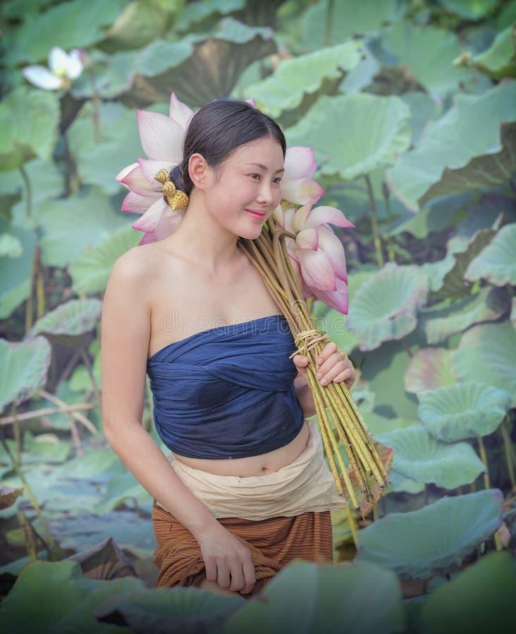 Härlig kvinna som är laotisk arkivfoton