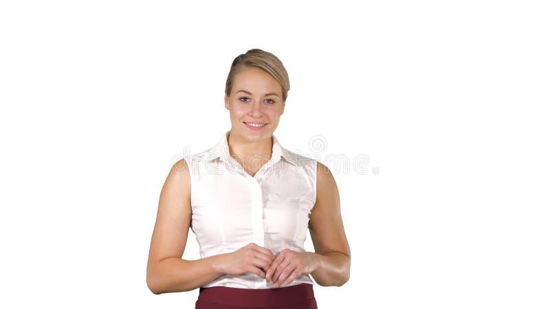 Härlig kvinna som går och ler till kameran på vit bakgrund royaltyfri foto