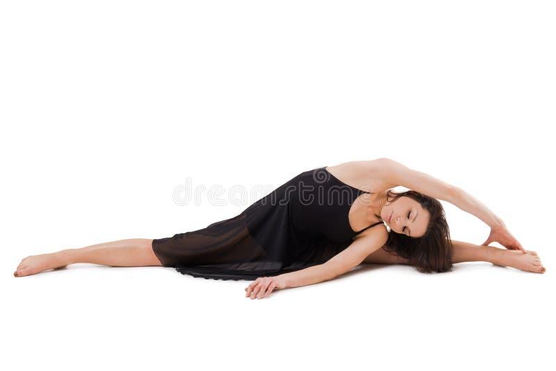 Härlig kvinna som gör övning och isolerar på vit bakgrund royaltyfria foton