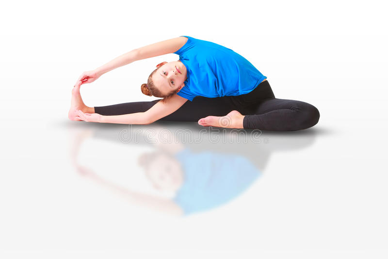 Härlig kvinna som gör yogunavitbakgrund royaltyfri bild