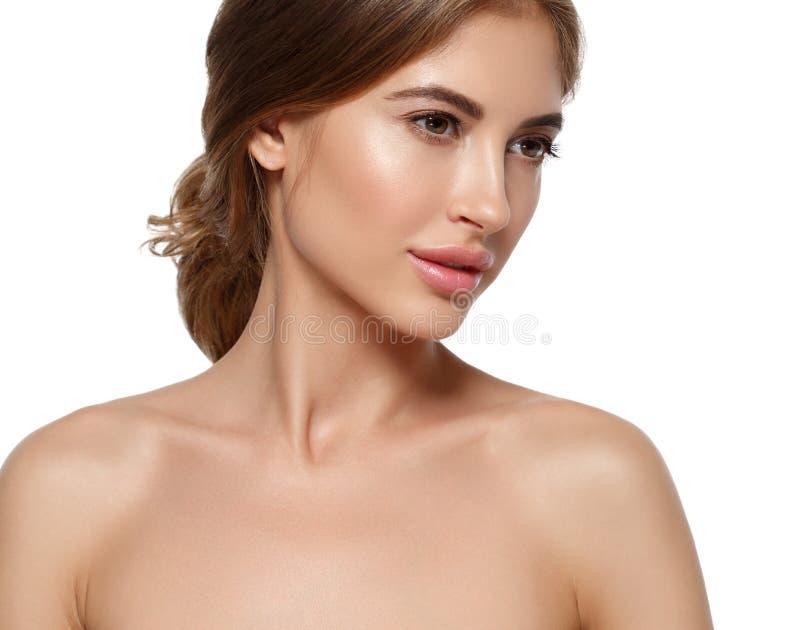 Härlig kvinnaframsida med smink och hud och mummel för skönhet sund arkivbilder