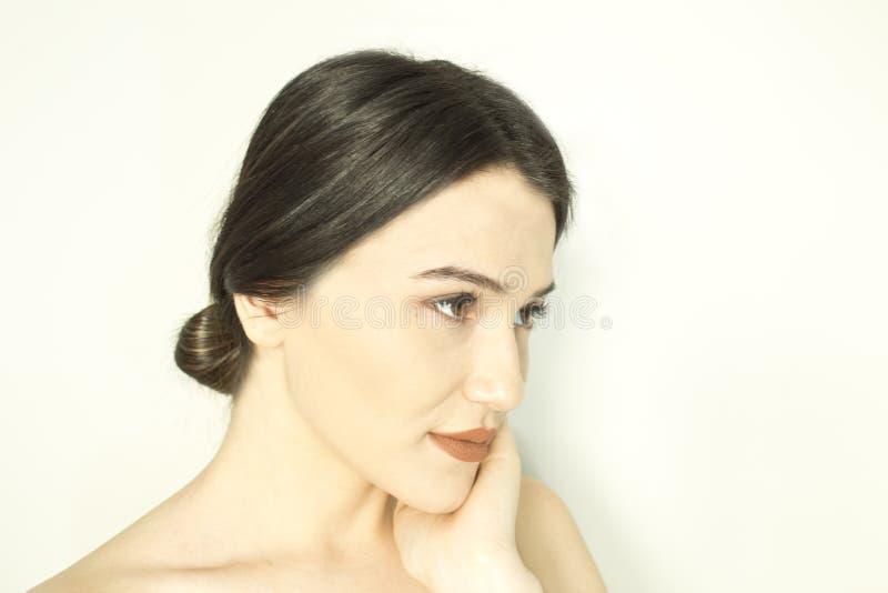 Härlig kvinnaframsida - nära övre royaltyfri fotografi