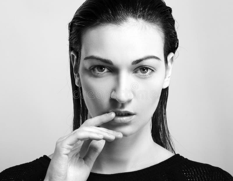 Härlig kvinnlig modell royaltyfri foto