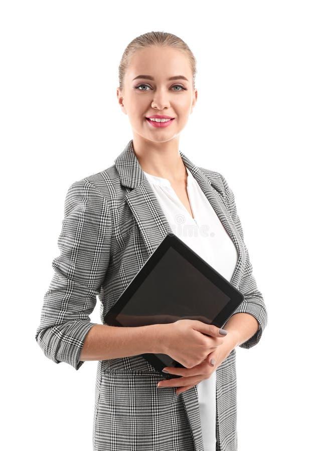 Härlig kvinnlig sekreterare med minnestavlaPC på vit bakgrund arkivbild