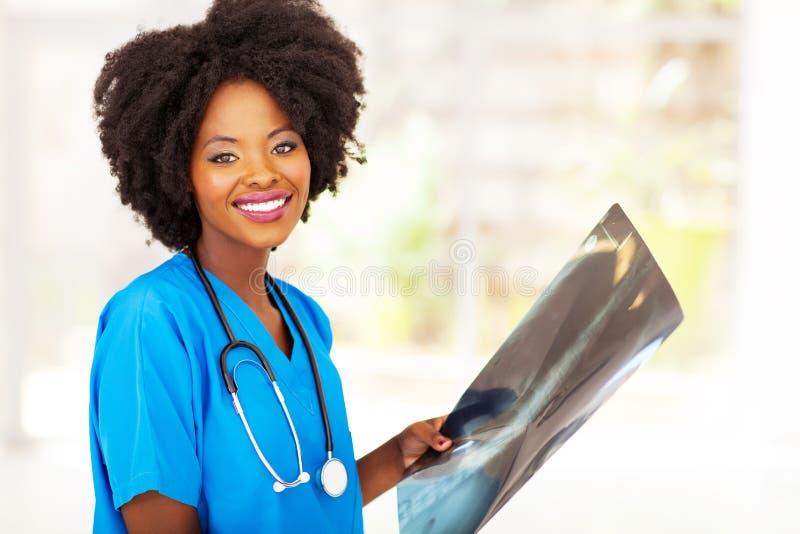 Svart medicinsk arbetare arkivfoto