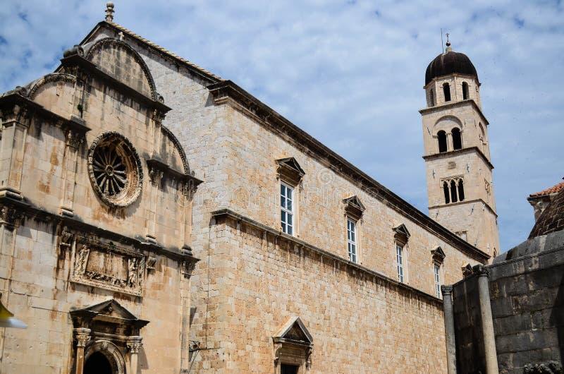 Härlig kyrka i den gamla staden av Dubrovnik, Kroatien arkivbild