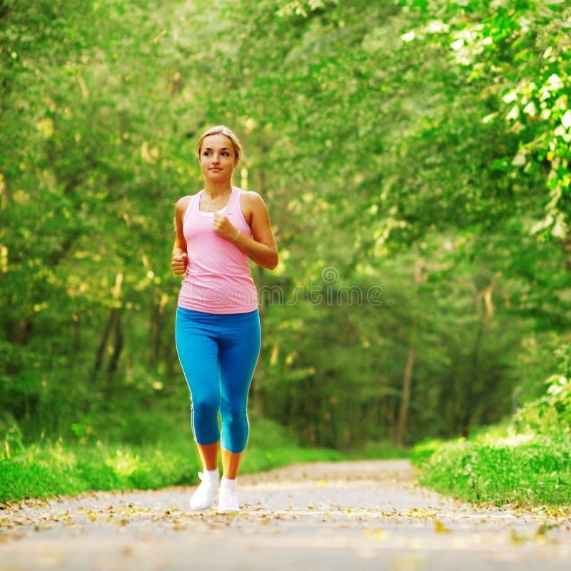 härlig löparekvinna fotografering för bildbyråer