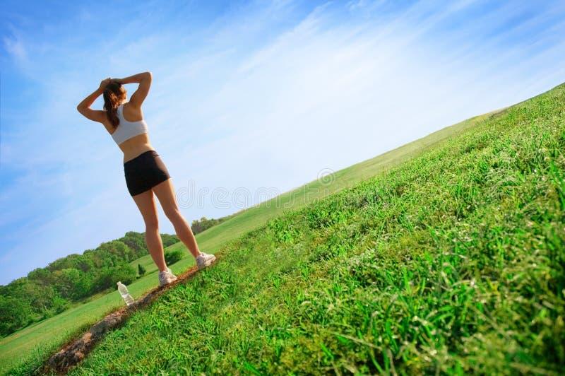 härlig löparekvinna arkivbilder