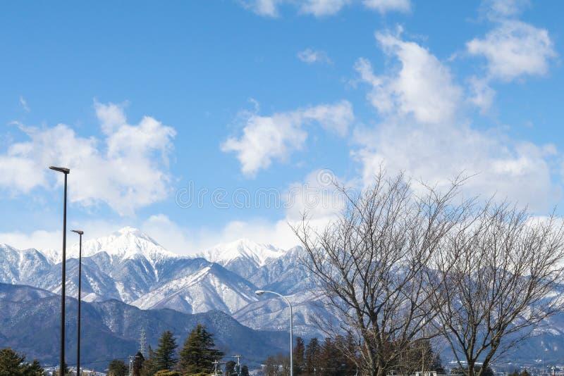 Härlig landskapbergsikt i vintern av Matsumoto Ci arkivfoto
