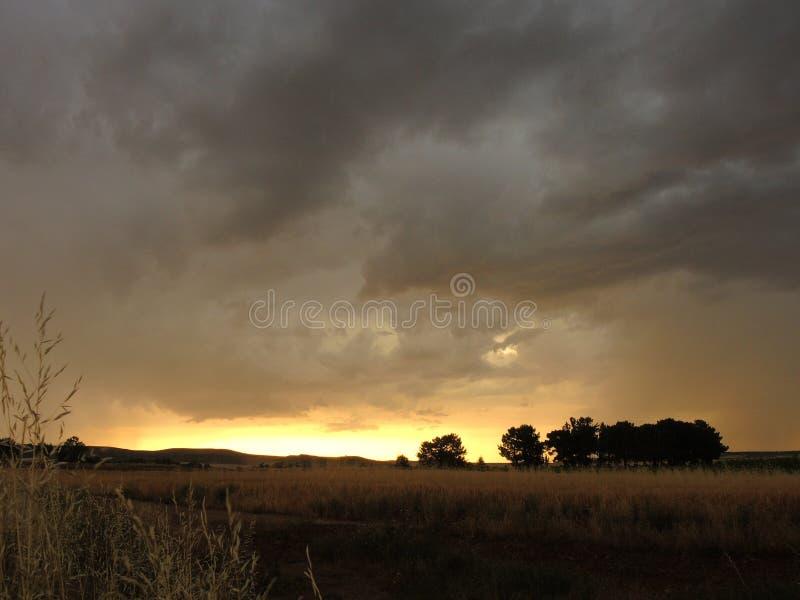 Härlig landskapsolnedgång i Spanien royaltyfri fotografi