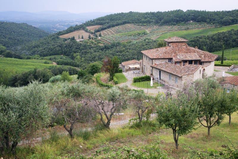 Härlig lantgård på Chiantikullar i Tuscany royaltyfri fotografi