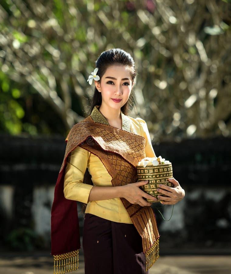 Härlig Laos kvinna royaltyfri foto