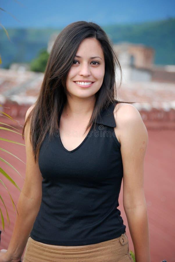 härlig latinamerikansk kvinna royaltyfri fotografi