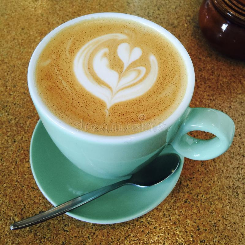 Härlig Lattekonst på viten för häfteaustralierlägenhet fotografering för bildbyråer