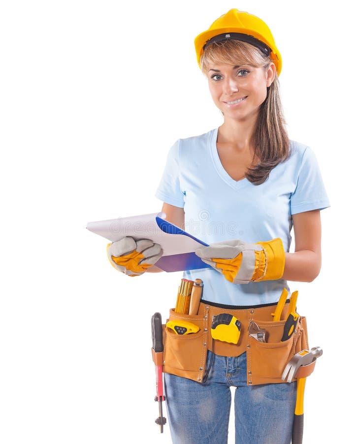 Härlig le hållande skrivplatta för kvinnlig arbetare och se arkivbilder