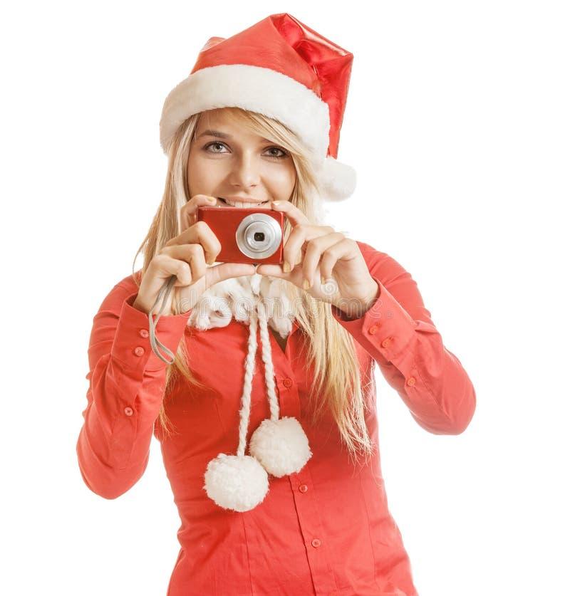 Härlig le ung kvinna i Santa Claus hatt och röd skjorta w arkivbilder