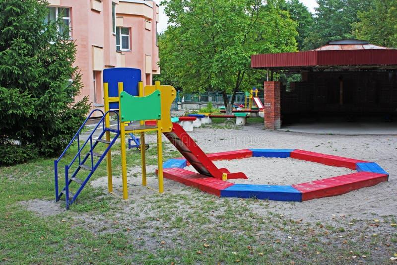 härlig lekplats placera rest till royaltyfri fotografi