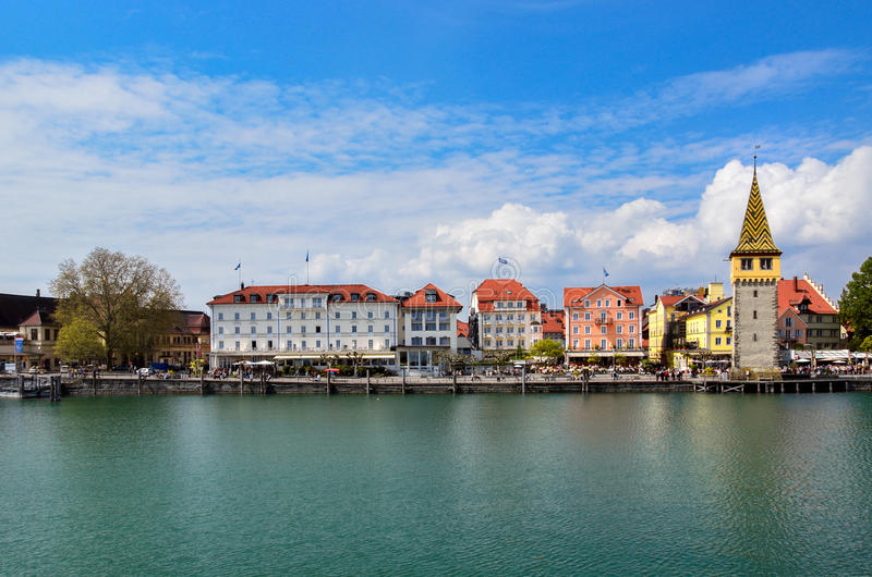 Härlig Lindau stad nära Bodensee sjön royaltyfria bilder
