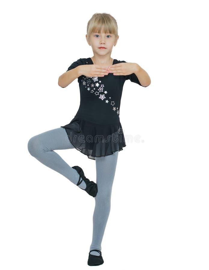 Härlig liten flicka i dräkten för dansen royaltyfri bild