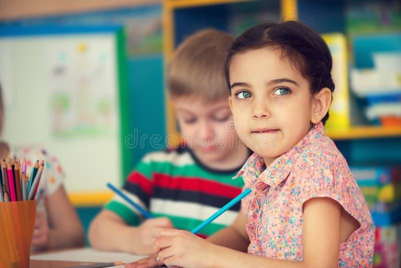 Härlig liten flicka på skolan royaltyfri fotografi