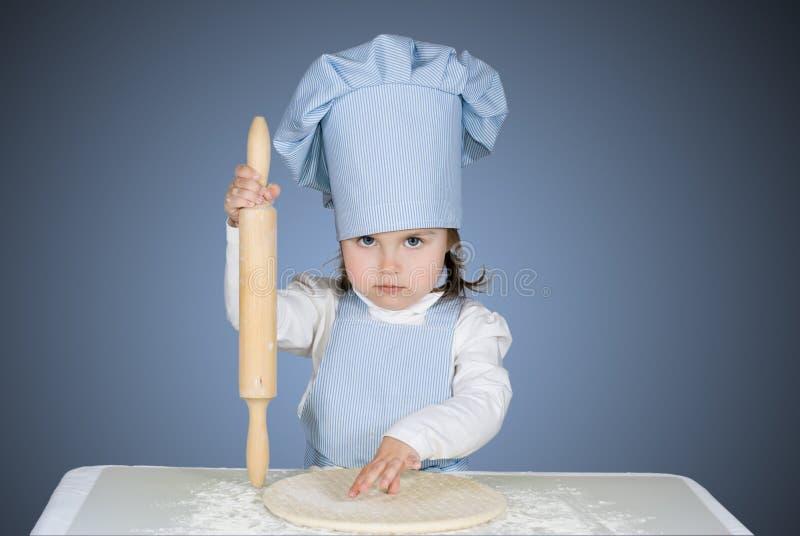 Härlig liten flickaförlagechef arkivfoton