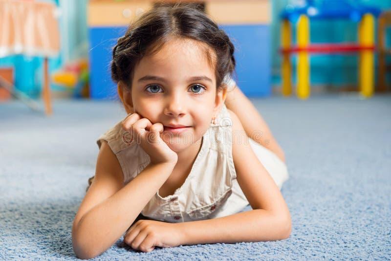 Härlig liten flickastående royaltyfri bild