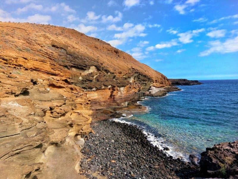 Härlig liten strand i Tenerife, Spanien royaltyfria bilder