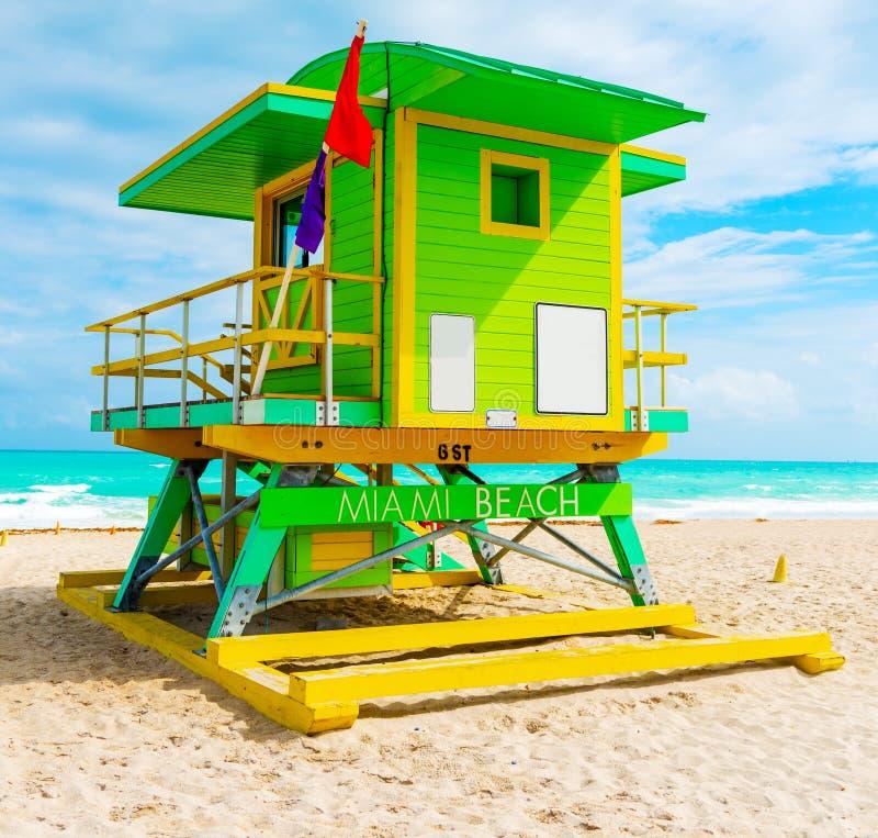 Härlig livräddarekoja i världen berömda Miami Beach royaltyfri bild