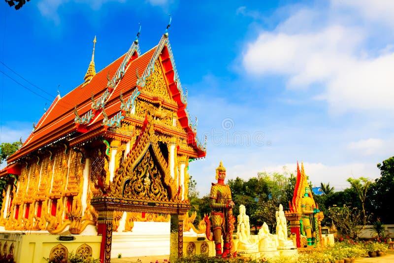 Härlig lokal thailändsk tempelarkitektur royaltyfri fotografi