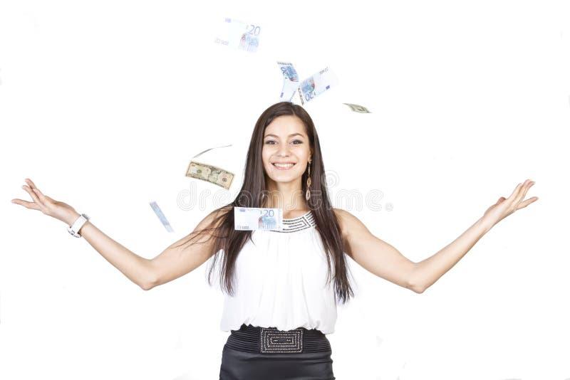Härlig mörker-haired flickaavverkning av en stor seger i lotterit arkivfoton