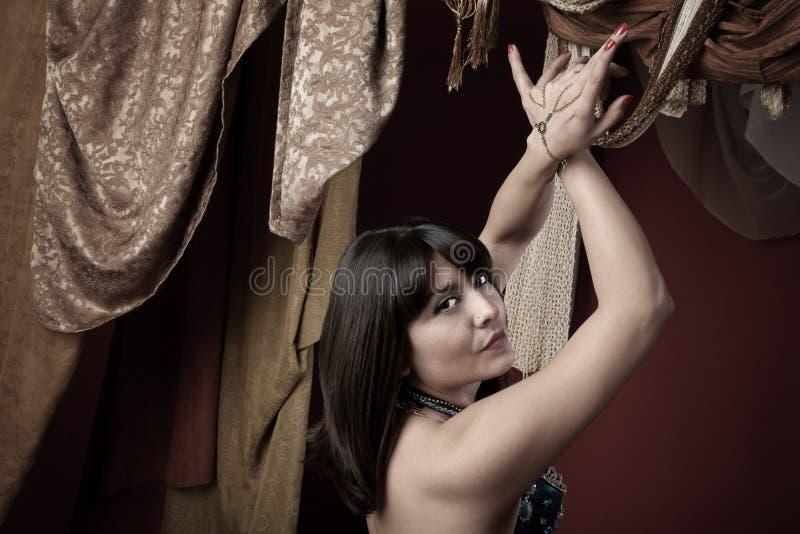 härlig magdansös fotografering för bildbyråer