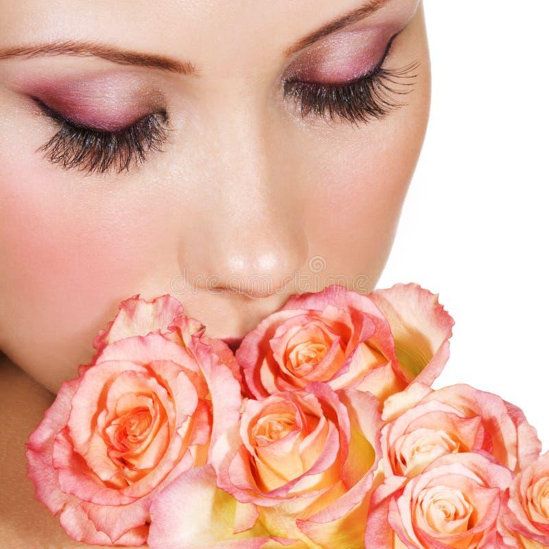 härlig makeupkvinna royaltyfri bild