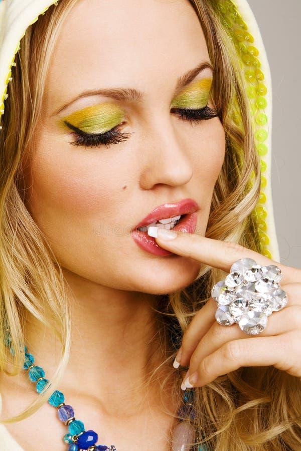 härlig makeupprofessionellkvinna royaltyfria bilder