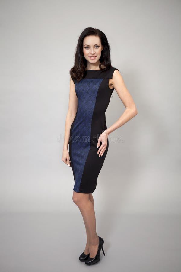 Download Härlig Modell I Modeklänning Arkivfoto - Bild av flicka, grått: 37345148
