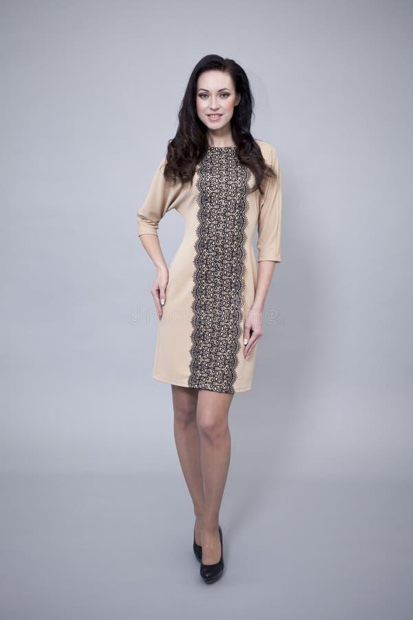 Download Härlig Modell I Modeklänning Arkivfoto - Bild av flicka, huvud: 37345506