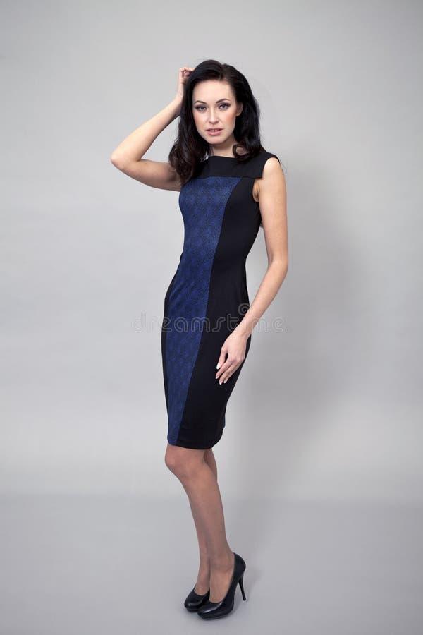 Download Härlig Modell I Modeklänning Arkivfoto - Bild av ursnyggt, lady: 37346686