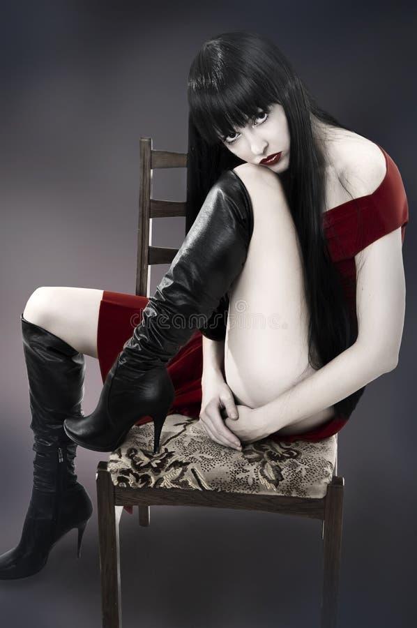 härlig modeståendekvinna royaltyfria foton