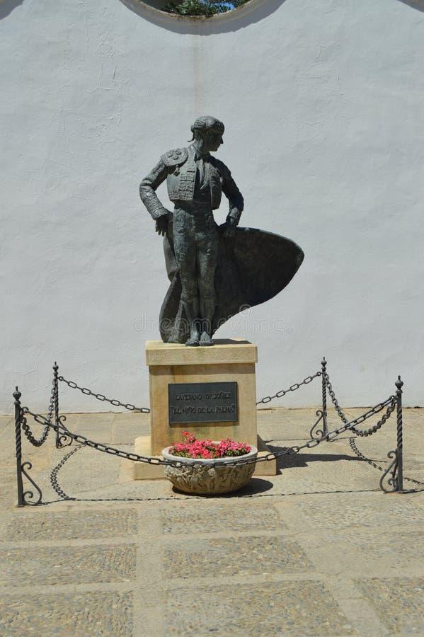 Härlig monument till Cayetano Ordonez ` pojken av LaPalma ` i tjurfäktningsarenan av Ronda fotografering för bildbyråer