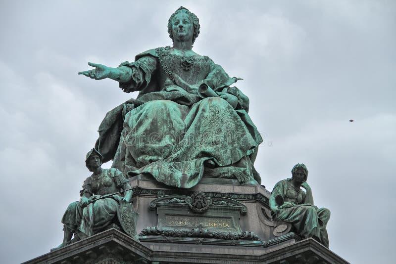 Härlig monument till kejsarinnan mot himlen royaltyfri foto