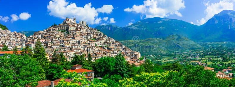 Härlig Morano Calabro by, Calabria, Italien arkivfoton
