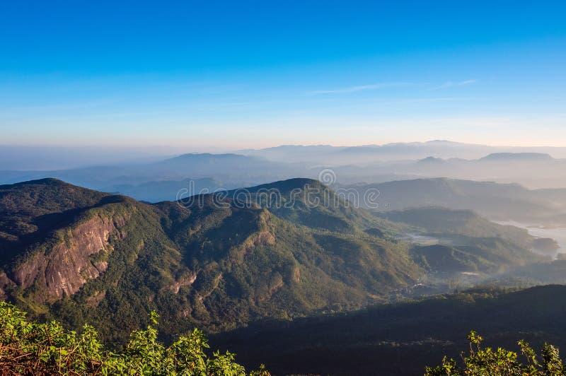Härlig morgon på det lilla Adams maximumet i Ella, Sri Lanka arkivbilder
