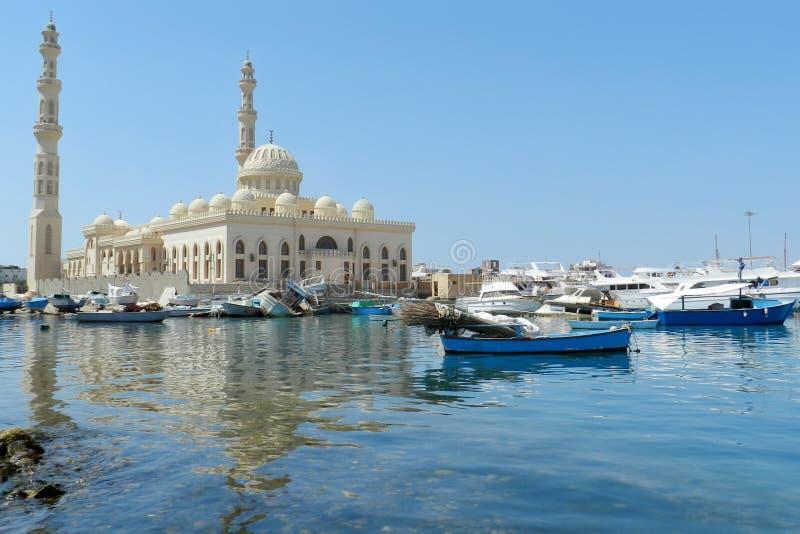 Härlig moské i Hurghada, Egypten royaltyfri illustrationer