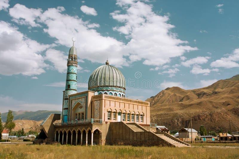 Härlig moské som byggs av hantverkare från Mellanösten i Naryn, Kirgizistan arkivbilder