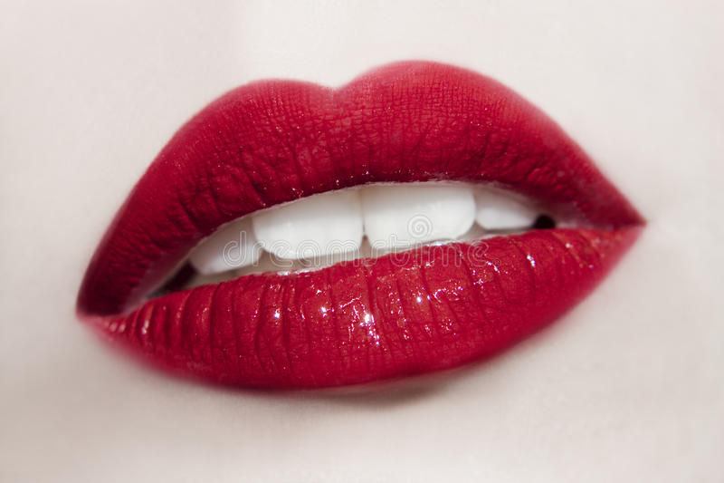 Härlig mun för ung kvinna arkivfoto