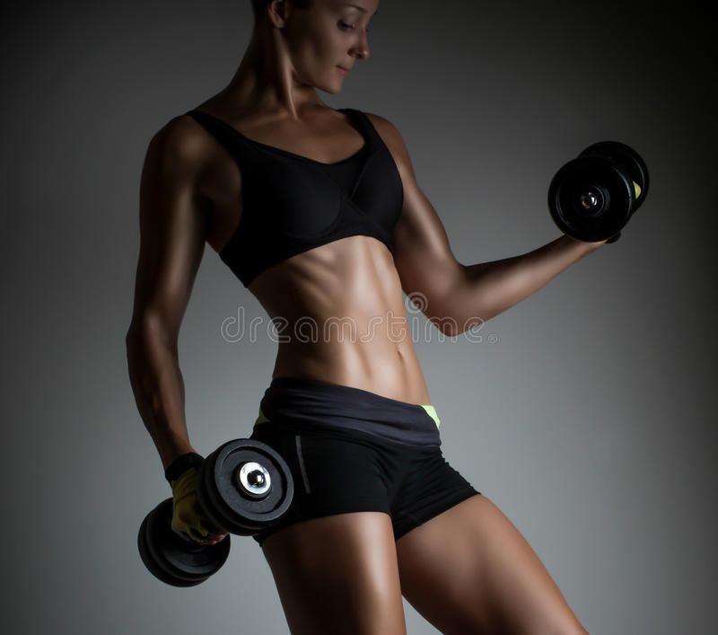 Härlig muskulös passformkvinna arkivfoton