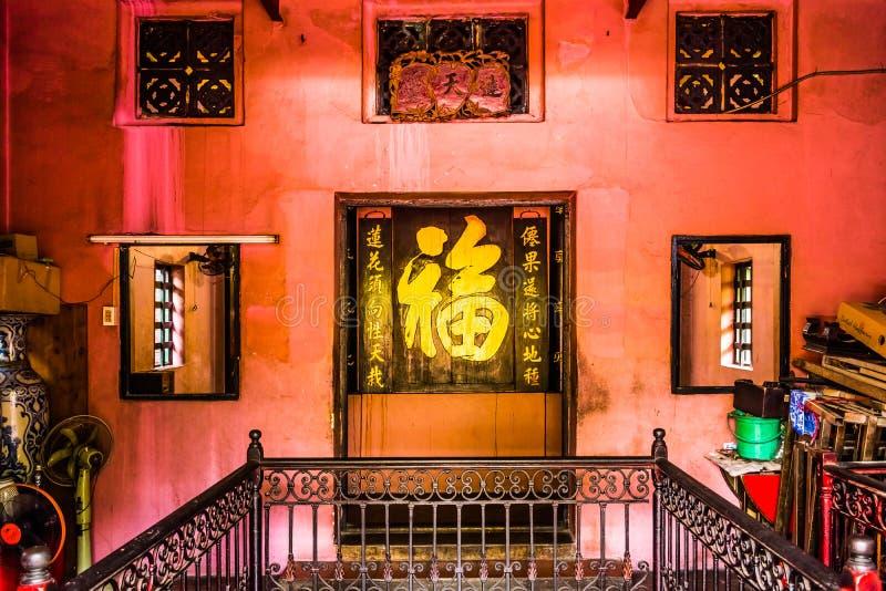 Härlig mystisk inre på Jade Emperor Pagoda, Ho Chi Minh City, Vietnam royaltyfri bild