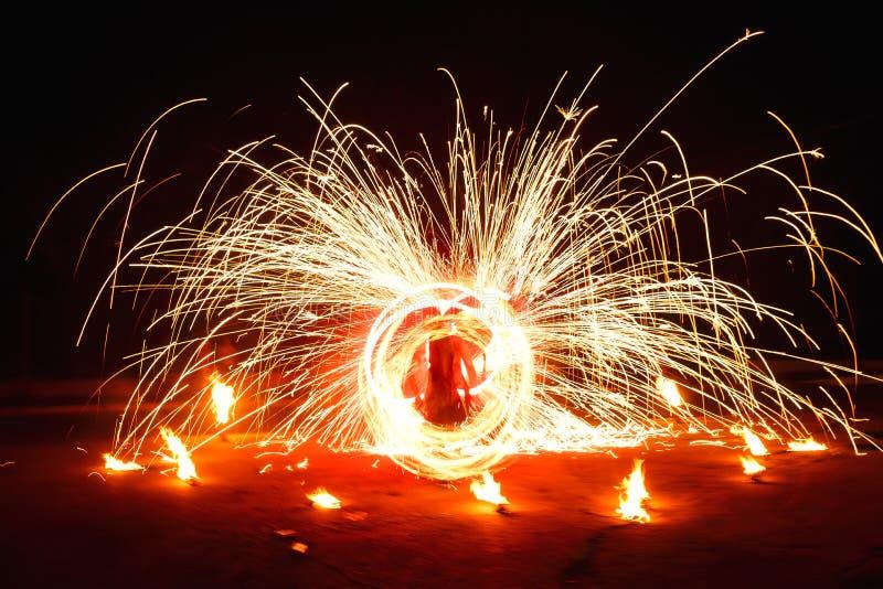 Härlig nattbrandshow royaltyfria bilder